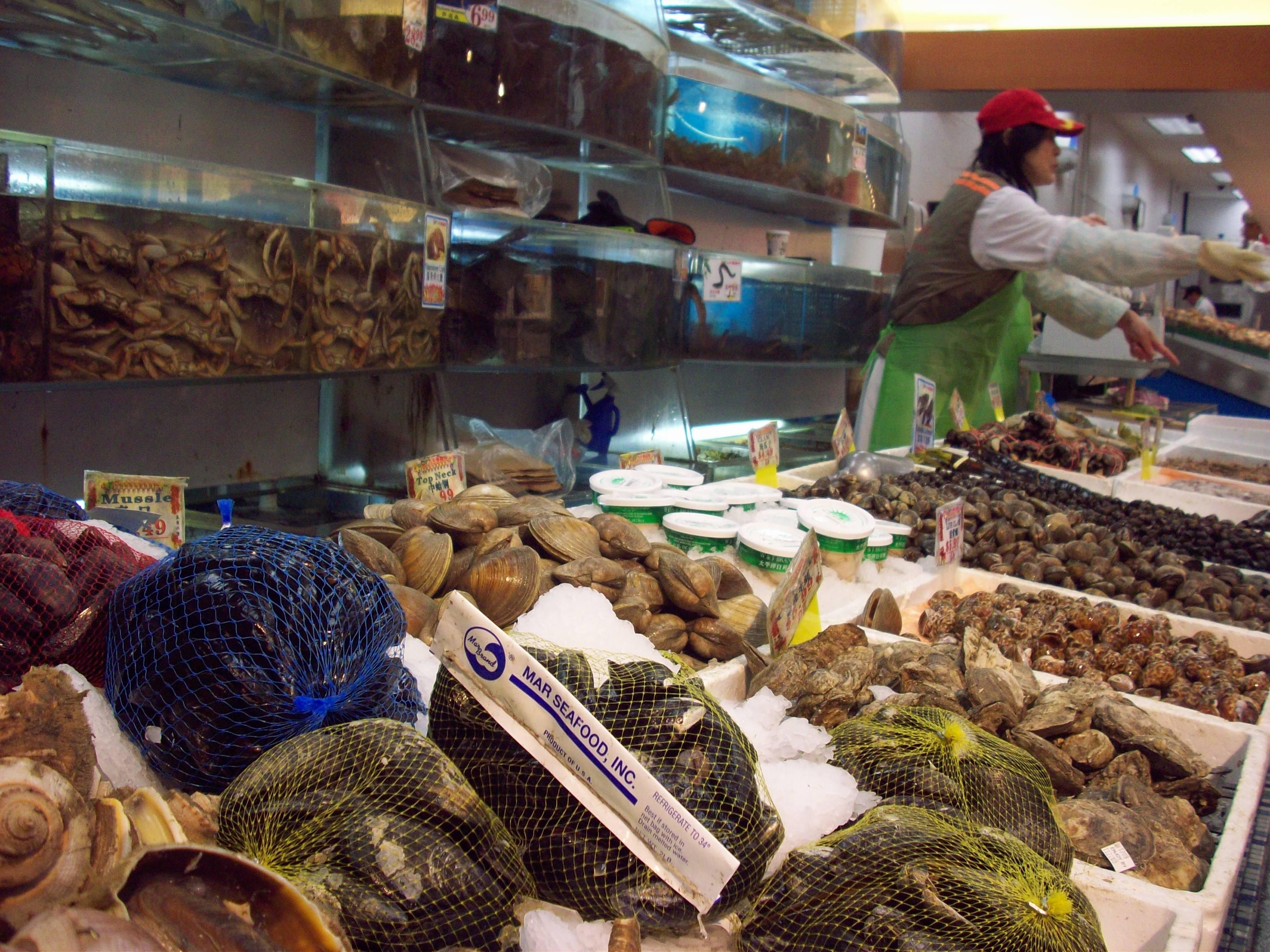 Local718 queens neighborhood update 11 23 09 one day in for Fish market queens